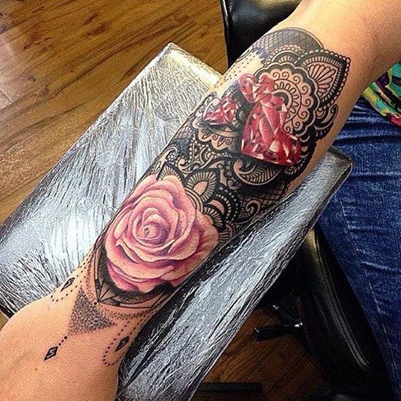 img 5a52d2180aca0 Tatuajes de flores Moradas