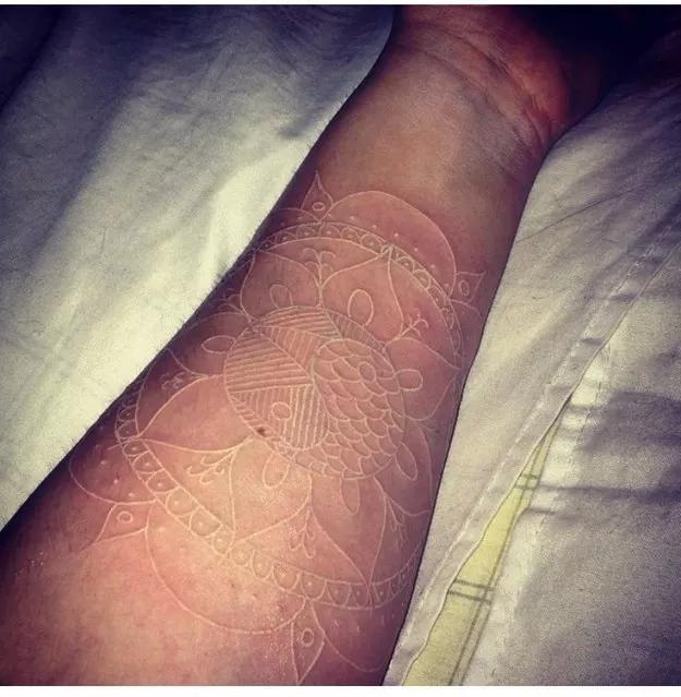 img 5a9220a61421e Tatuajes con Tinta Blanca