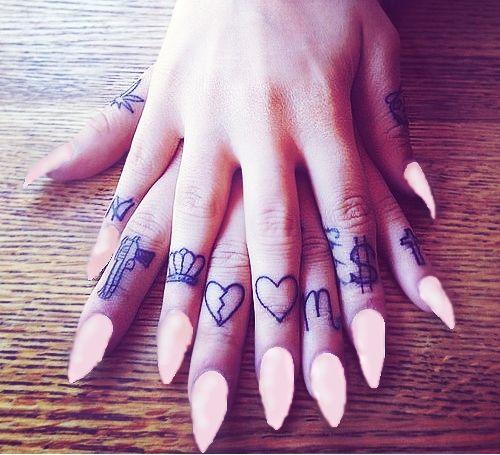 img 5aa9a2bcf06b5 Tatuajes en el Meñique