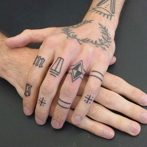 img 5aa9a3ed3f3b6 Tatuajes en el Meñique