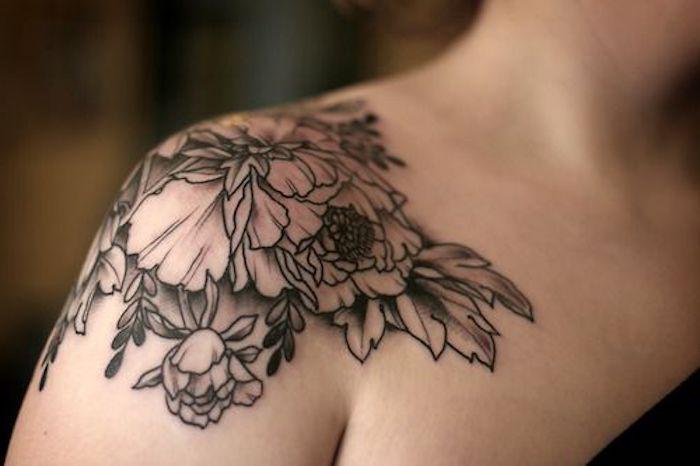 tattoo schulter blumen blätter tätowierung in schwarz und grau Ideas para los Hombros