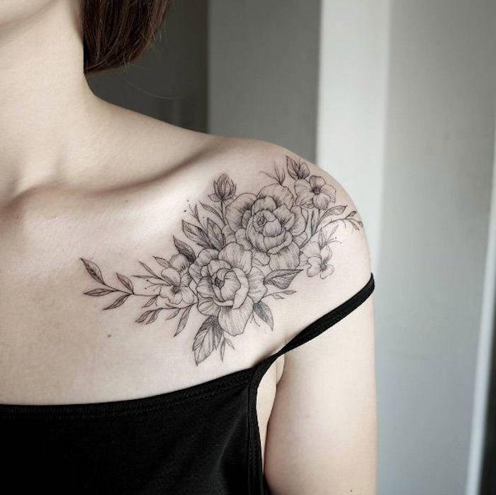 tattoo schulter schwarze bluse rosen blumen tätowierung in schwarz und grau Ideas para los Hombros