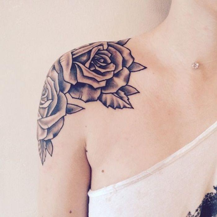 tattoo schulter weiße bluse rosen blumen tattoo in schwarz und grau Ideas para los Hombros