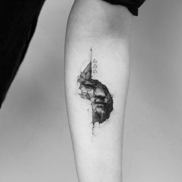 img 5ad22b9ab071b Tatuajes Sutiles