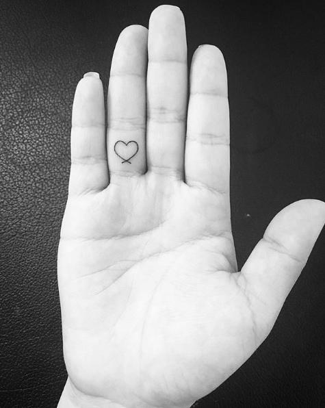 img 5ad2591366a8c Tatuajes de dedos súper lindos